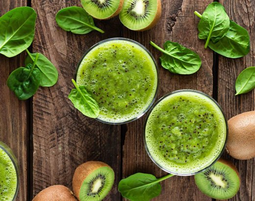 Kiwi Smoothie Recipe with Fresh Spinach Leaves
